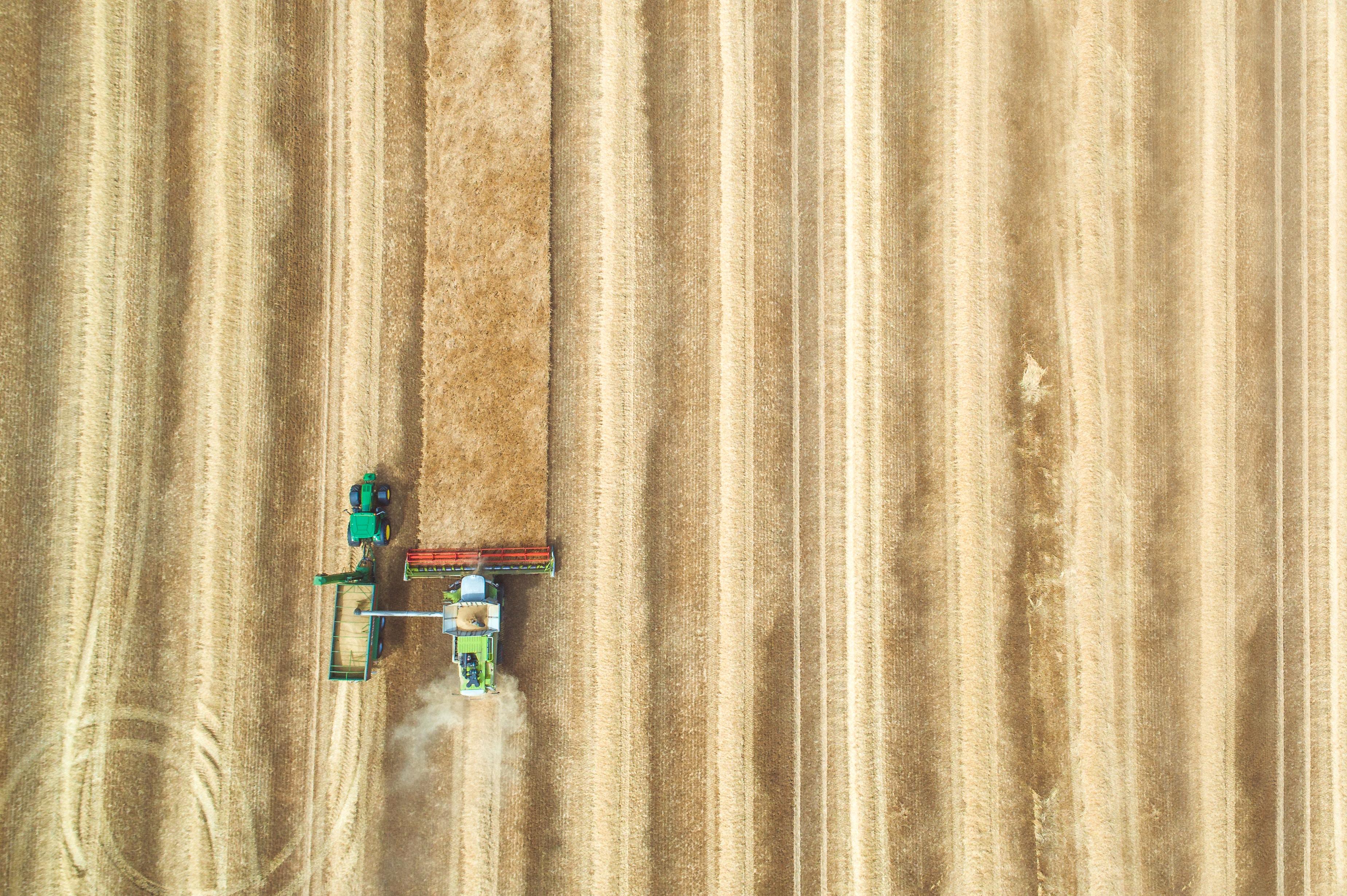 imagem colheitadeira de drone